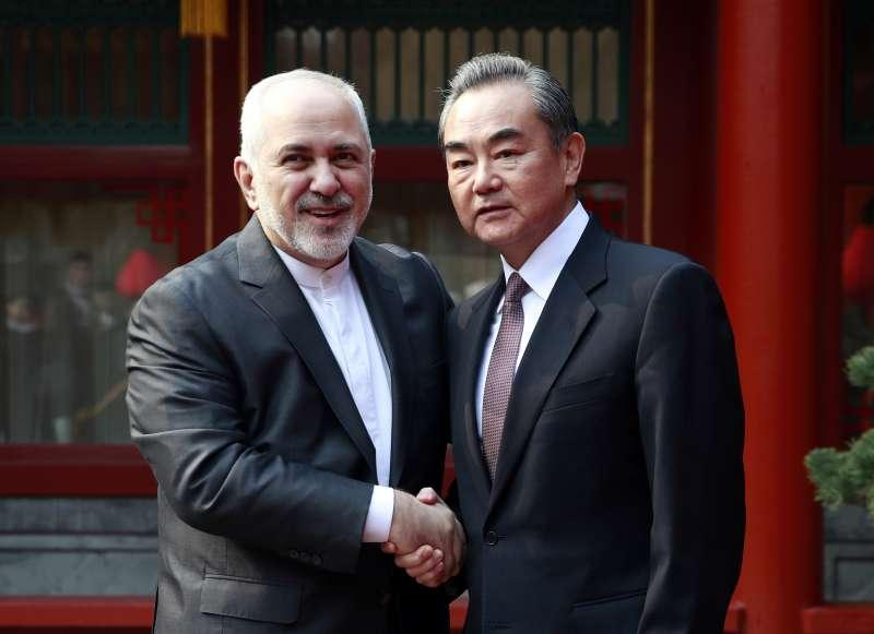 2019年2月19日,伊朗外交部長札里夫(Mohammad Javad Zarif)在北京與中國外交部長王毅會面。(AP)