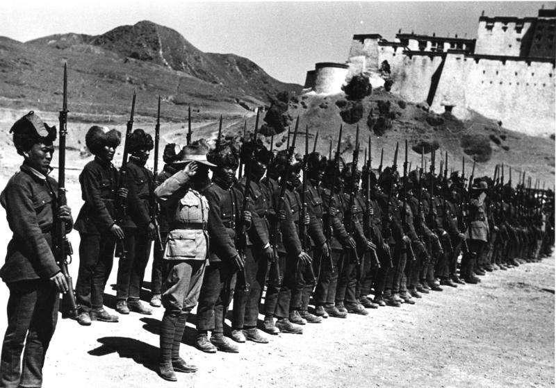 藏人一放棄武力,就慘遭共軍屠殺。(圖/維基百科)