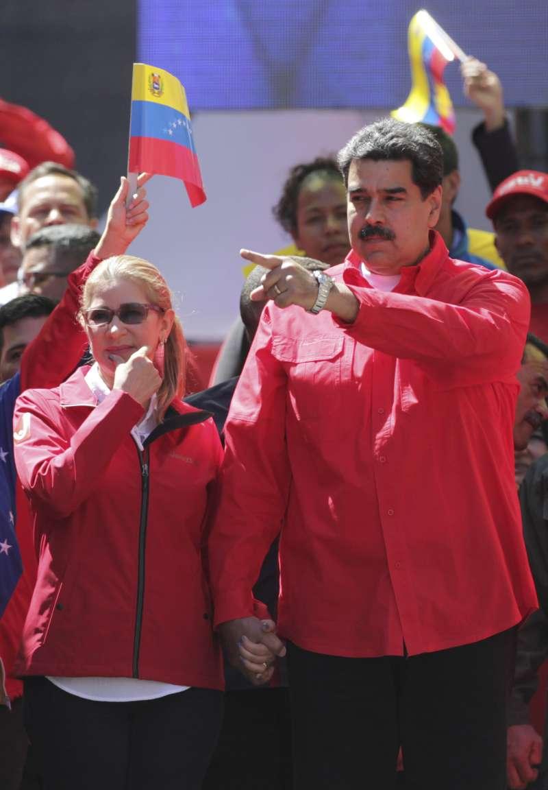委內瑞拉現任總統馬杜洛與妻子弗洛雷斯。(AP)