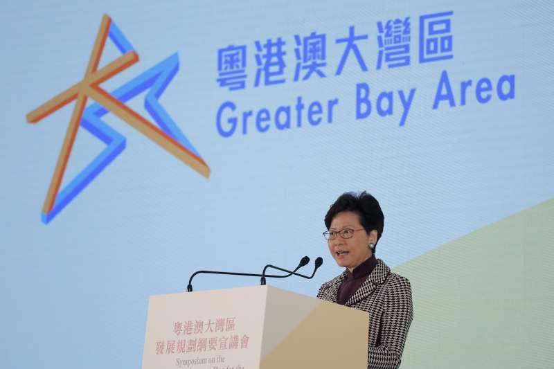 2019年2月,中國國務院發佈《粵港澳大灣區發展規劃綱要》,香港特首林鄭月娥發言(AP)