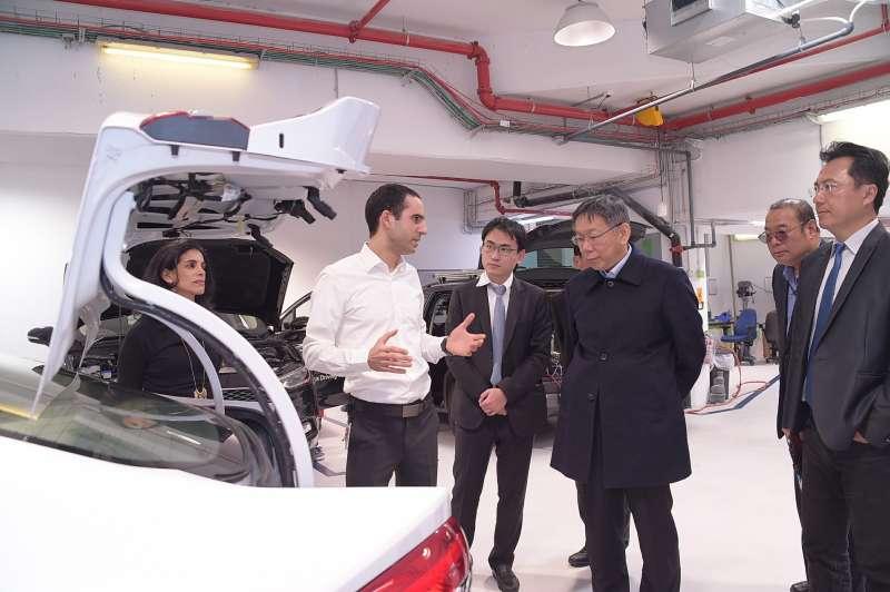 台北市長柯文哲於以色列時間24日上午抵達耶路撒冷,隨即馬不停蹄前往全球最大自駕車公司「自駕車之眼(Mobileye)」進行參訪。(台北市政府提供)