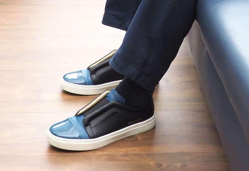 陳冲的潮鞋made in Taiwan。(林瑞慶攝)