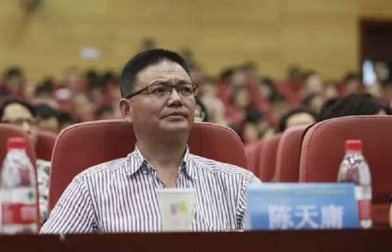 上海房地產開發商陳天庸離開中國前寫下長文諍言,直陳現在的中國經濟就是一艘正開往深淵的太平輪。(網易)