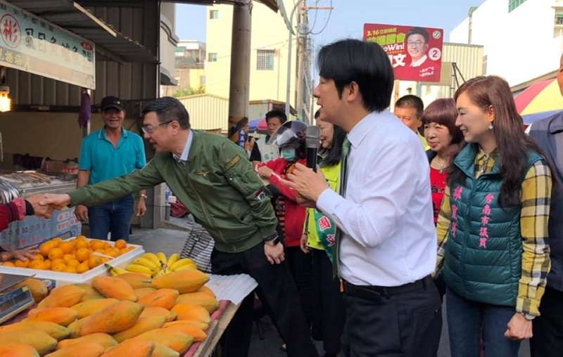 前行政院長賴清德為了台南立委補選,天天街頭拉票。(取自賴清德臉書粉絲頁)