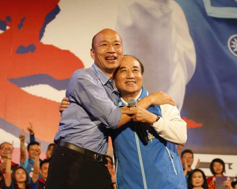 在韓國瑜(左)選高雄市長時,王金平(右)曾大力幫忙。(郭晉瑋攝)