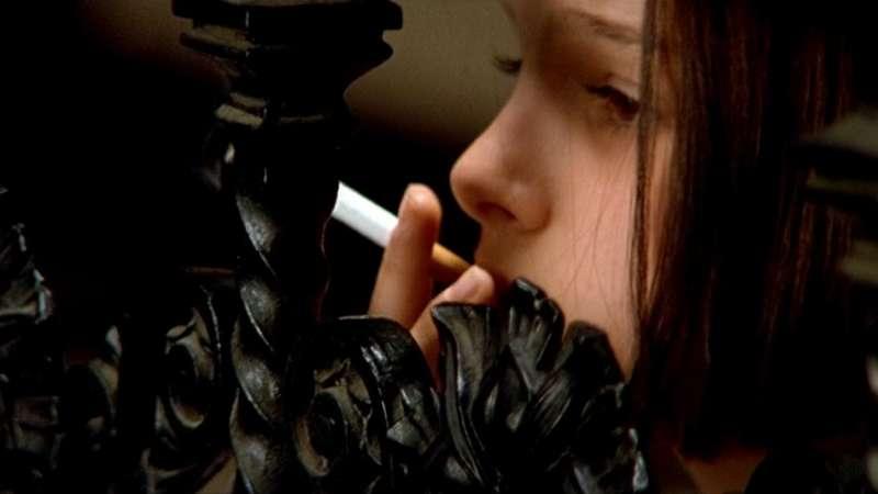 當時年僅12歲的演員Natalie Portman(娜塔莉波曼),所使用的是已經處理好的香菸,在精湛的演技下,不必真的吸菸,也成功呈現人物特質。(圖/影製所)