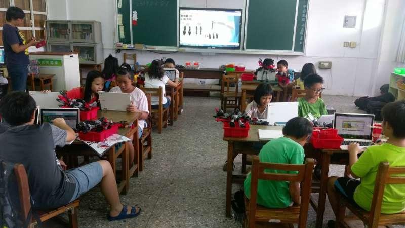 台中市在國小推動智慧學習教室建置、翻轉學習環境。(圖/臺中市政府提供)