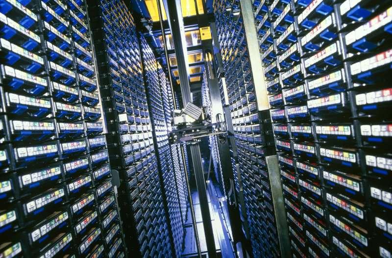 對於數據安全性有較高要求的企業和機構,仍用磁盤儲存數據。(圖/愛范兒ifanr)