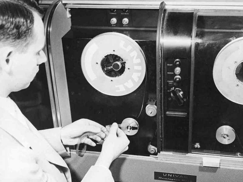 1951 年磁帶首次用於計算機(Univac)數據存儲。(圖/愛范兒ifanr)