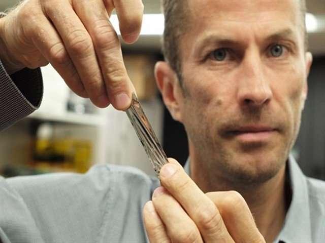 IBM 容量 330TB 的磁帶。(圖/愛范兒ifanr)