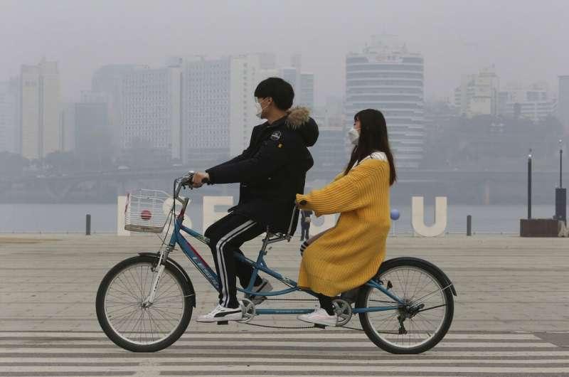 南韓近日霧霾問題嚴重,首爾空氣品質極差。(美聯社)