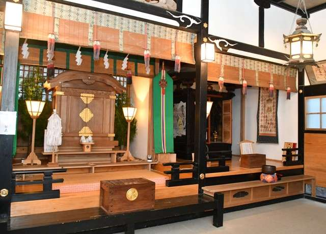 回向殿。手前方供奉著神像,後方則為佛像=攝於2月4日(圖/潮日本)
