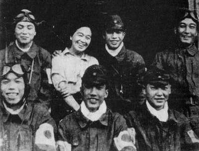 日本投降的隔天,8月16日,神風特攻隊的創始人大西,為對他推出的戰術造成的約4,000名日本青年的死難及其家屬致歉而選擇切腹自殺。(圖/維基百科)