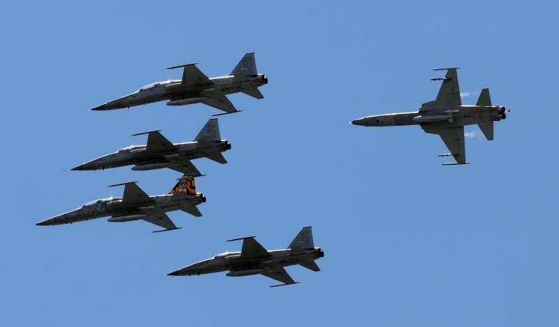 F-5型機編隊衝場。(蘇仲泓攝).jpg