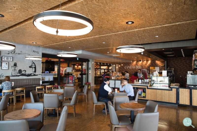 奇美食品幸福工廠咖啡廳與展覽區分開,就算不付門票也能單純到咖啡廳消費,讓民眾有更多選擇。(圖/食力提供)