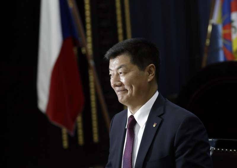 2019年月6日,藏人行政中央司政(西藏流亡政府總理)洛桑森格拜訪捷克共和國首都布拉格市政府(AP)