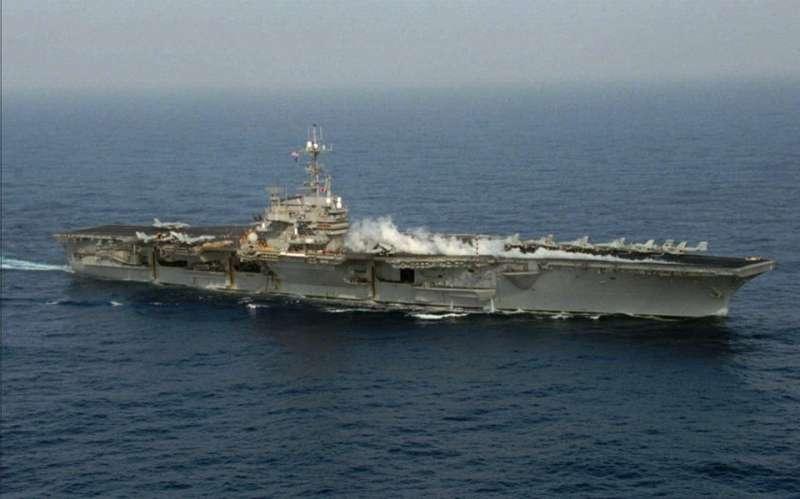 20190309-1996年中國試射飛彈,爆發第三次台海危機,當時的美國總統柯林頓派出尼米茲號和獨立號航空母艦巡弋台灣海峽。(取自美國在台協會臉書)