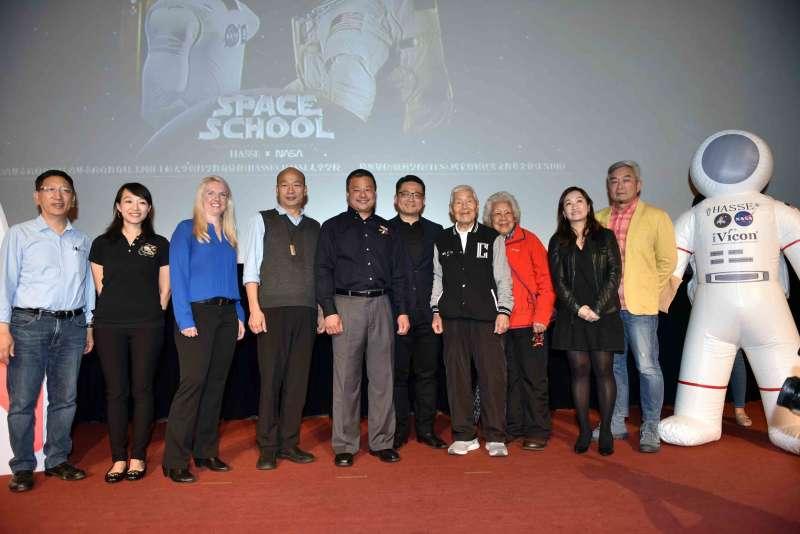 20190310-高雄市政府10日邀請自NASA退役的華裔太空人焦立中演講。(高雄市政府提供)