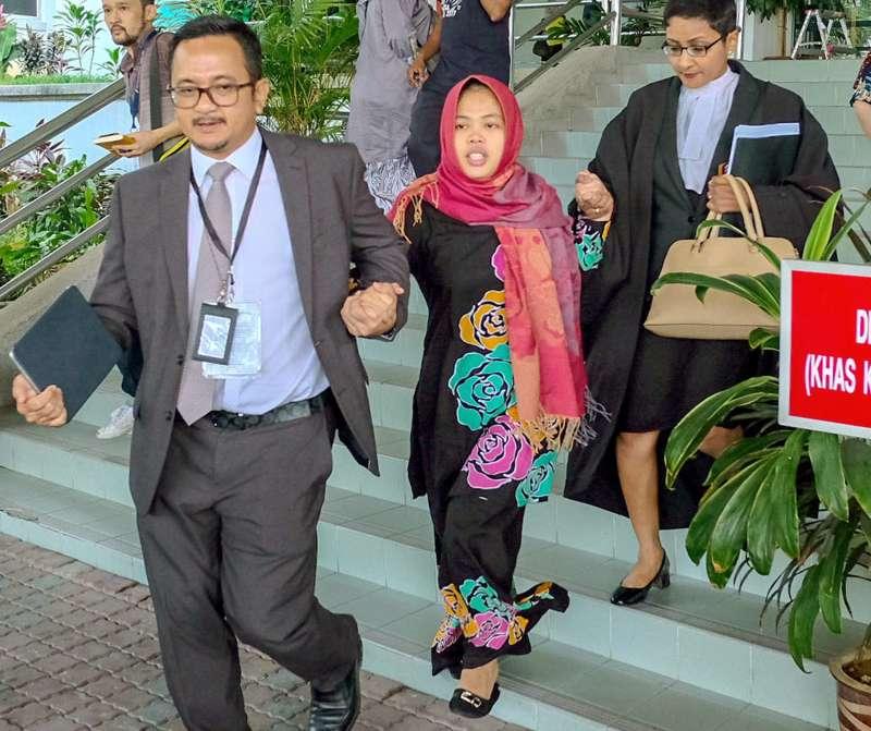 毒殺金正男的印尼女子西蒂艾沙11日獲釋,踏出馬來西亞吉隆坡莎阿南高等法院(美聯社)