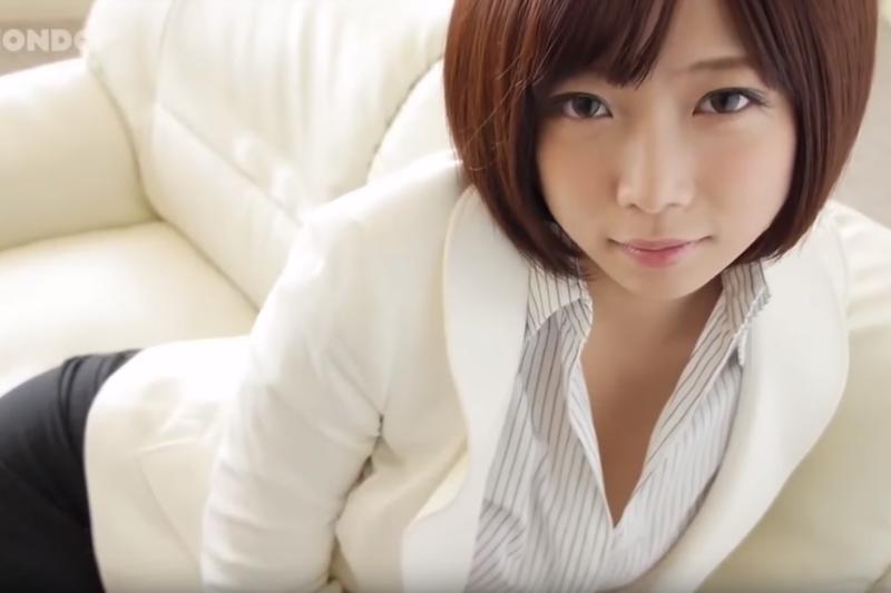 人氣AV女優紗倉真菜(圖/取自YouTube)
