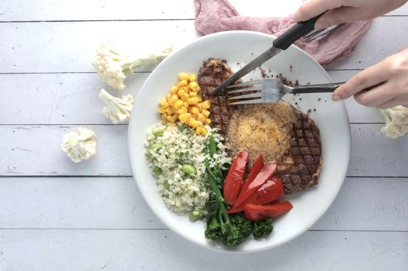 有了「草飼奶油沙朗牛排」調理包,健身族群在家不挨餓也能吃出健康(圖/GREEN & SAFE)