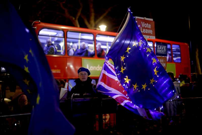 英國脫歐已經成了一場烏煙瘴氣的鬧劇。(美聯社)