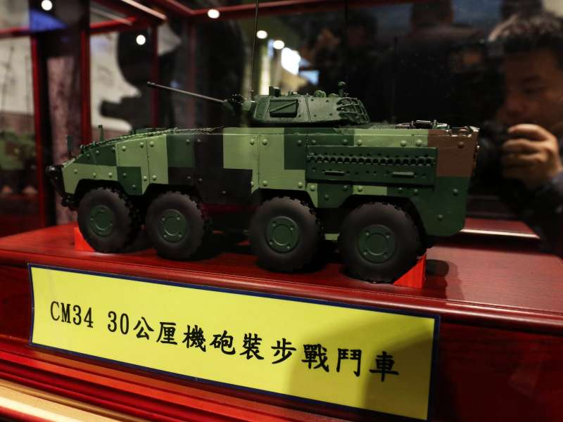20190315-陸軍步兵特展今天登場,展場陳展的裝甲車輛模型中,可見還未正式投入部隊服役的30公厘鏈砲雲豹甲車。(蘇仲泓攝)