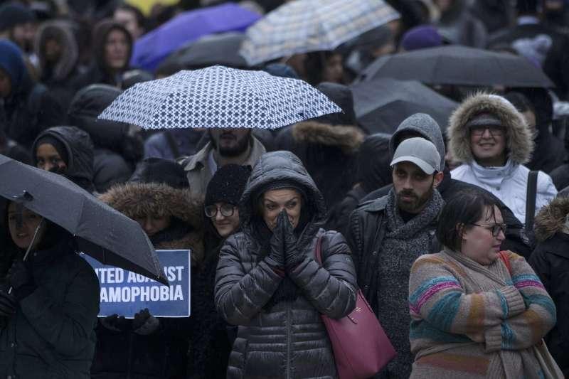 加拿大多倫多的民眾為紐西蘭基督城15日的槍擊罹難者哀悼(美聯社)
