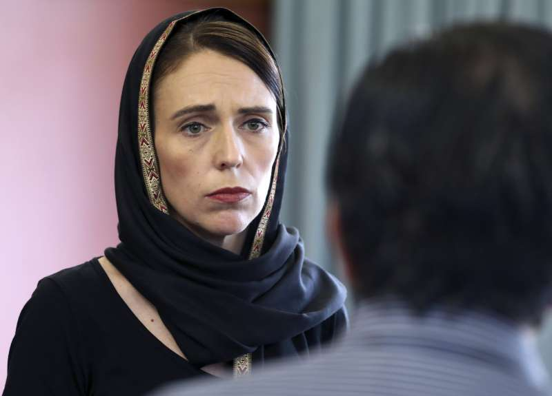 基督城清真寺大屠殺:紐西蘭總理雅頓探視穆斯林社區(AP)