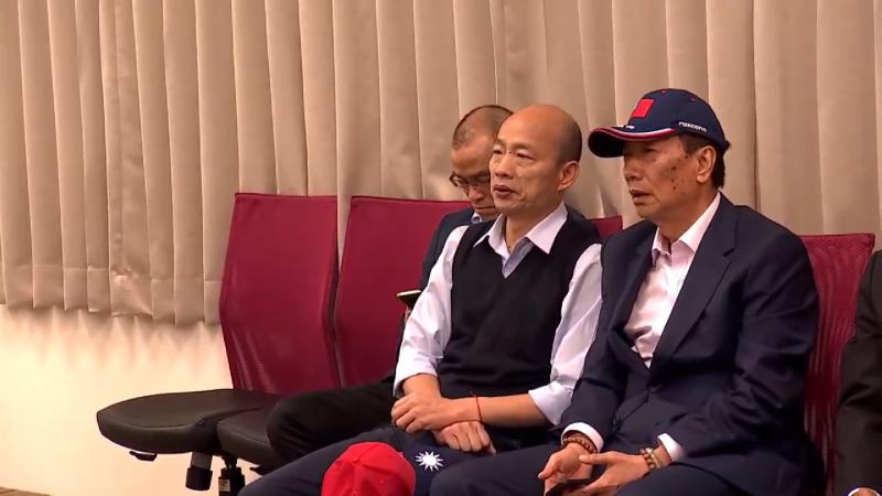 20190317-鴻海集團總裁郭台銘今(17)日與高雄市長韓國瑜簽訂合作備忘錄,兩人討論熱烈。(截圖自鴻海集團youtube)