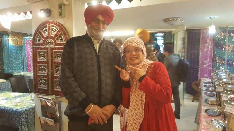 20190319-亞瑟蘭觀點-筆者與錫克教爺爺合照:我們都是「包」頭巾一族。(作者提供)