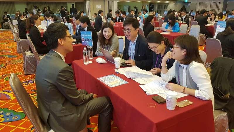 ITI新竹場國際人才媒合會吸引70家大型企業到場尋找千里馬。(圖/方詠騰攝)