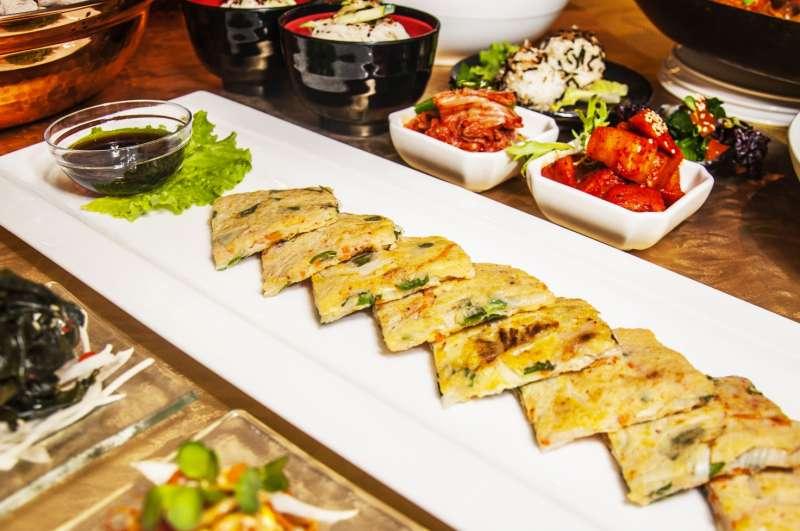 主廚特製「韓式海鮮煎餅」(圖/福容大飯店提供)