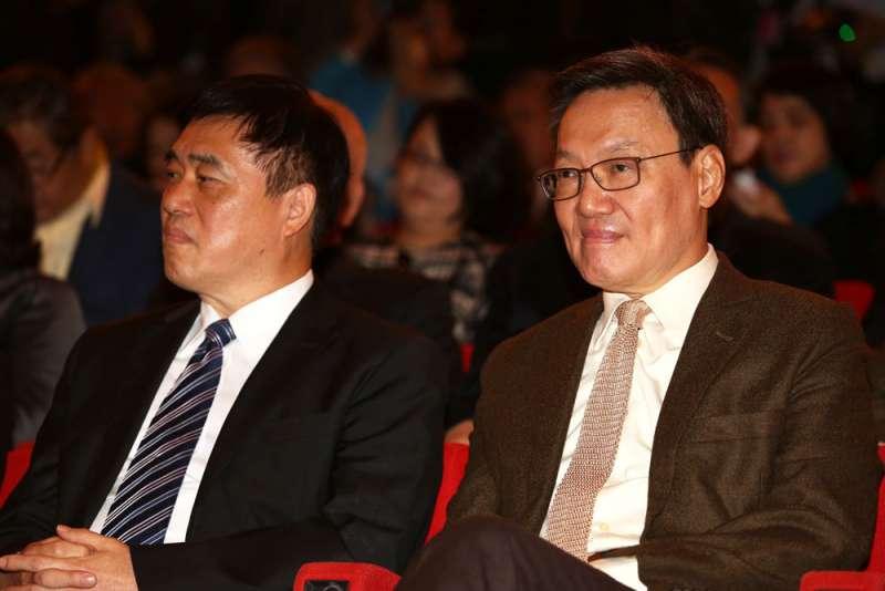 蘇起(右)30年前是韓國瑜的指導教授。(郭晉瑋攝)