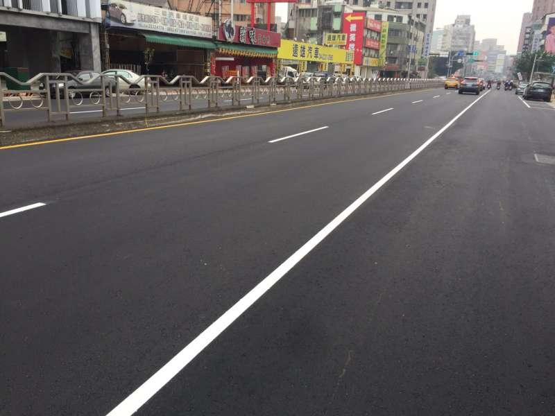 台中市一中街商圈的三民路及育才北路路平已經完工。(圖/台中市政府提供)