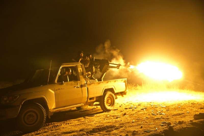 美國支持的庫德族武裝組織「敘利亞民主軍」全力圍剿敘利亞巴古茲鎮的伊斯蘭國勢力(美聯社)