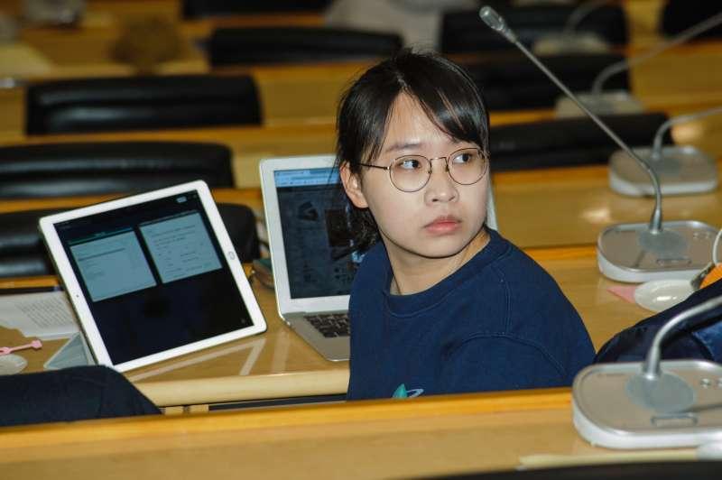 20190323-台大校務會議,台大學生會長吳奕柔。(甘岱民攝)