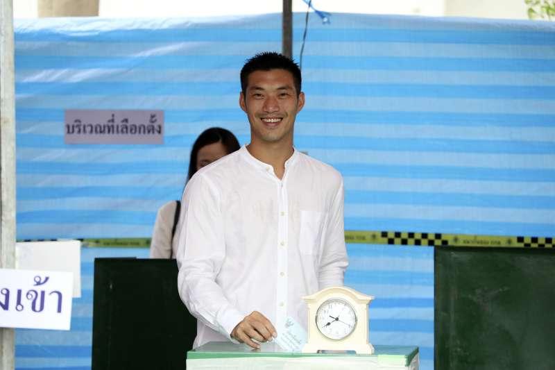 2019年3月24日,泰國眾議院選舉投票登場,「未來前進黨」黨魁塔納通投票(AP)