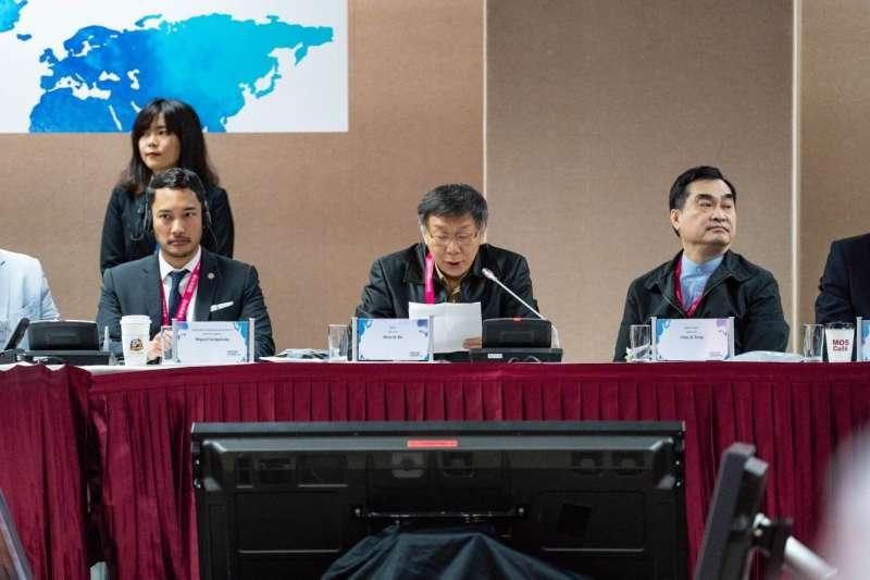 台北市長柯文哲(圖中)出席2019智慧城市首長高峰會致詞,以地主城市市長身分,歡迎遠道而來的各國城市市長及代表們。(圖/臺北市政府資訊局提供)