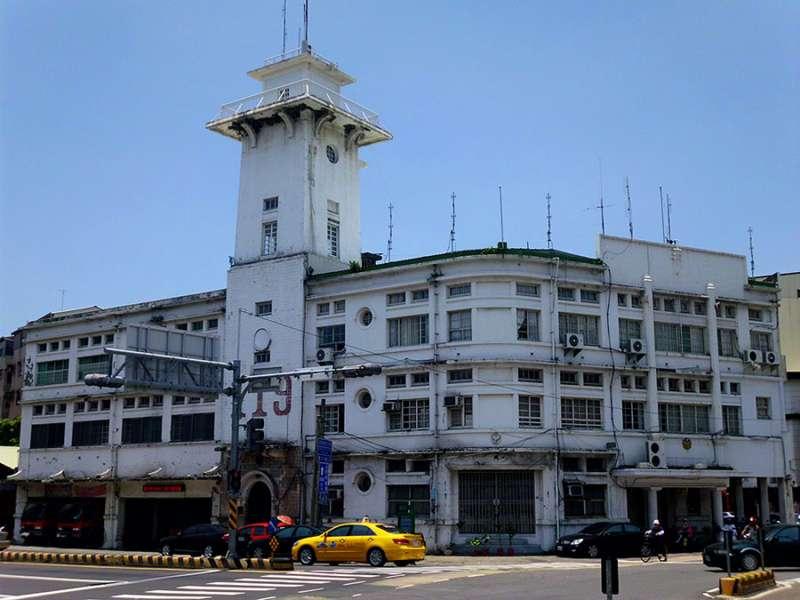 原臺南合同廳舍,高塔是消防瞭望臺。(圖/維基百科,研之有物提供)