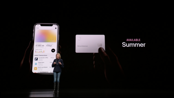 Apple Card像是住在iPhone裡頭,讓用戶在所有支援Apple Pay的商家消費,並獲得現金回饋。(圖/Apple,數位時代提供)
