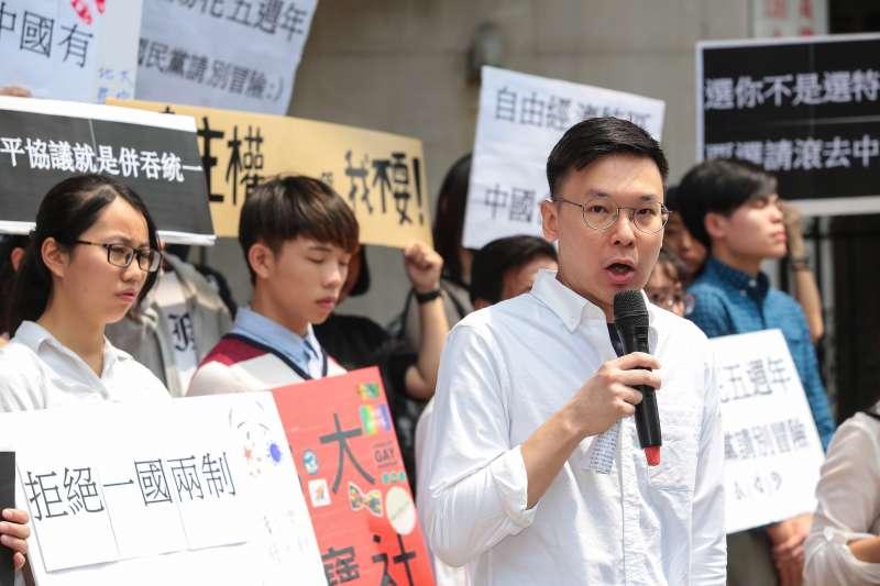 20190327-島國前進董事長林飛帆及獨派學生社團27日舉行「九二共識就是中國統治,和平協議就是併吞統一」記者會。(顏麟宇攝)