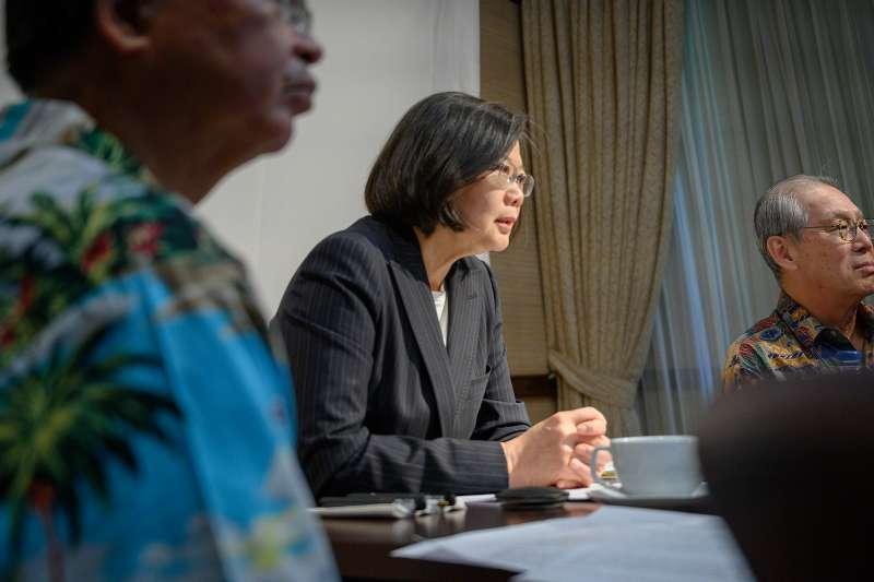 20190328-總統蔡英文出訪「海洋民主之旅」,28日過境夏威夷時與華府智庫「傳統基金會」(The Heritage Foundation)進行視訊會議。(取自總統府@Flickr)