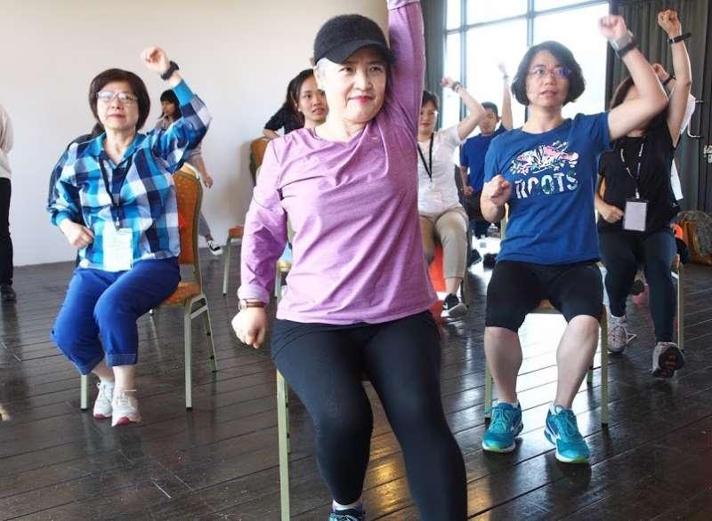 經過設計的健康運動操 幫助熟齡族群越玩越年輕、從逆齡到無齡。(圖/雄獅旅遊提供)