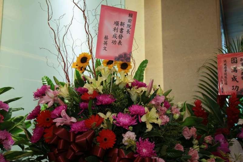 20190329-前行政院長賴清德29日舉行新書發表會,總統蔡英文也贈送花籃到現場。(顏麟宇攝)
