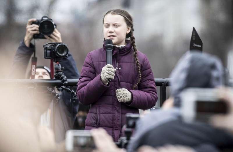 對抗各國政府對犔候變遷、全球暖化的無所作為,歐洲年輕世代發起「星期五拚未來」(Fridays for Future)運動,桑伯格(Greta Thunberg)是關鍵人物(AP)