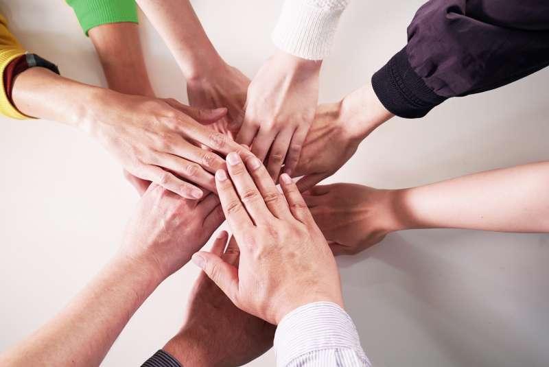 十三洋行的「共享行銷部」服務理念,由一群熟悉網路生態的年輕夥伴組成,冀望成為各企業由0到1的行銷大幫手。(圖/十三洋行提供)