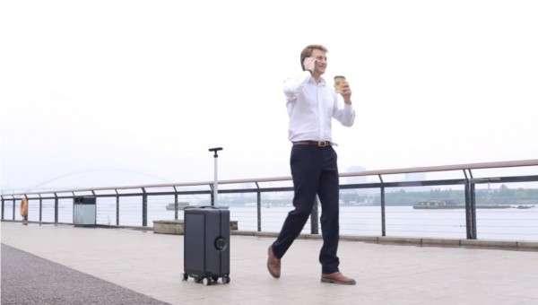 推出自走行李箱的中國新創Cowarobot,入圍2019年度的富比士亞洲「30 under 30」榜單。(圖/截自Youtube)