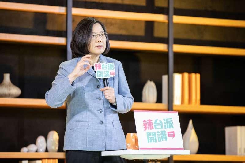 20190403-總統蔡英文今晚出席首場「辣台派開講」活動,與英粉聚會。(小英之友會提供)