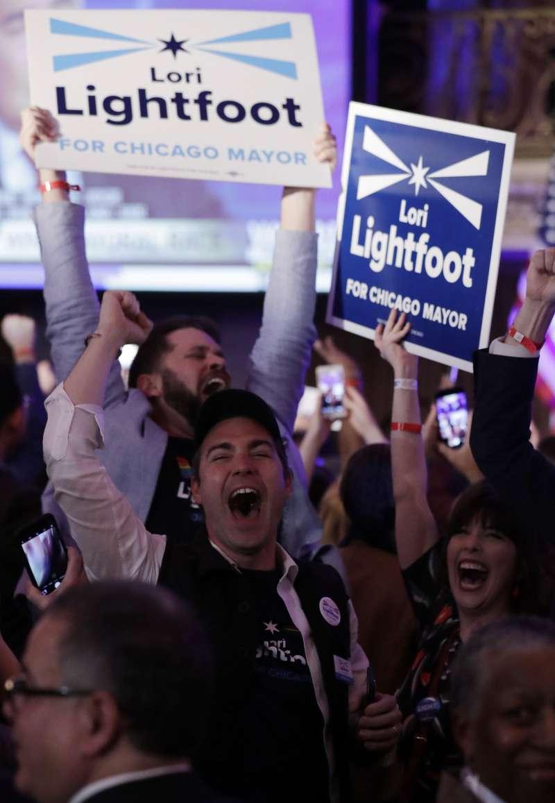 勝選夜,萊特福特支持者狂歡慶祝。(美聯社)